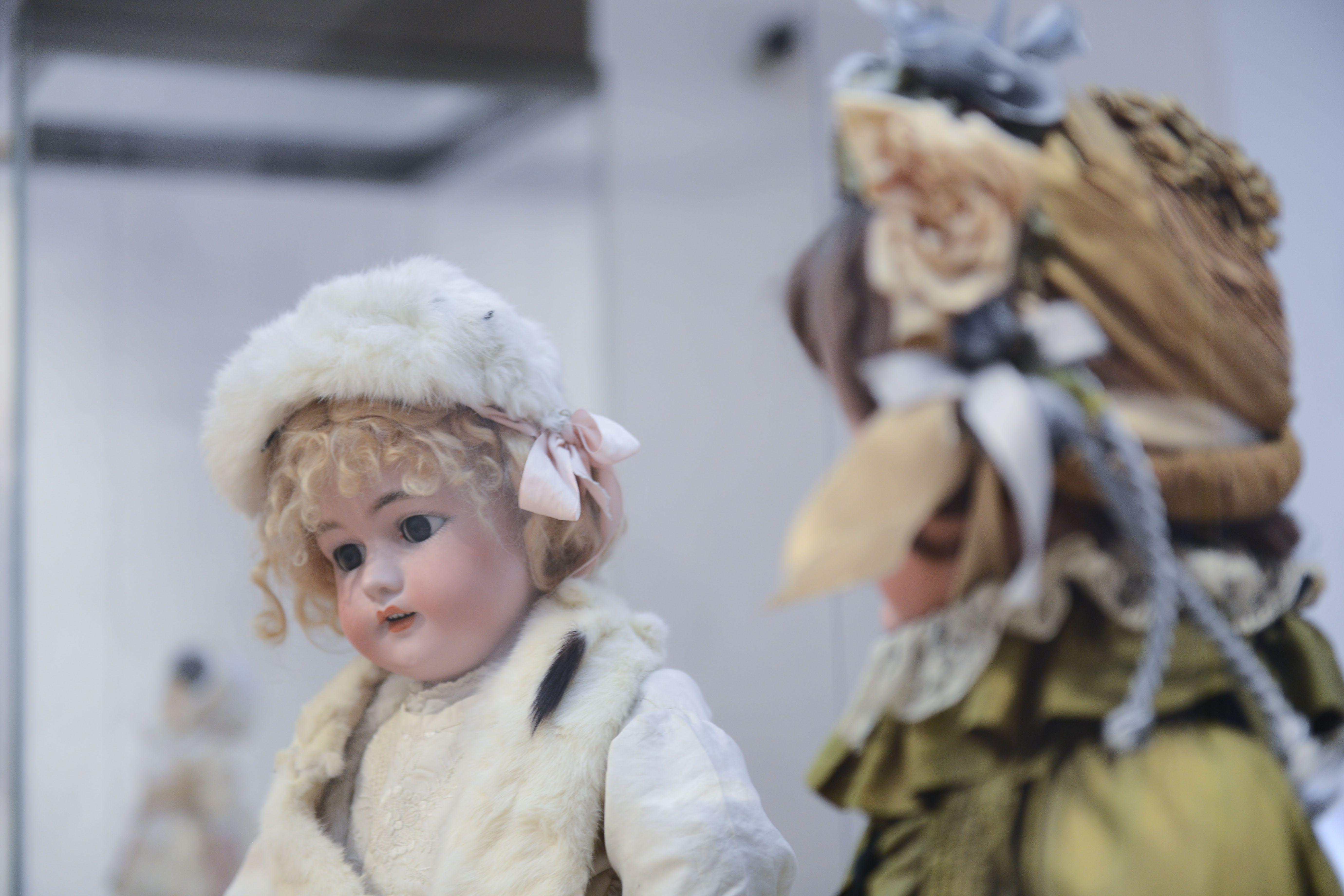 Наряды для кукол изготовили мальчики и девочки из Краснопахорского. Фото: архив, «Вечерняя Москва»