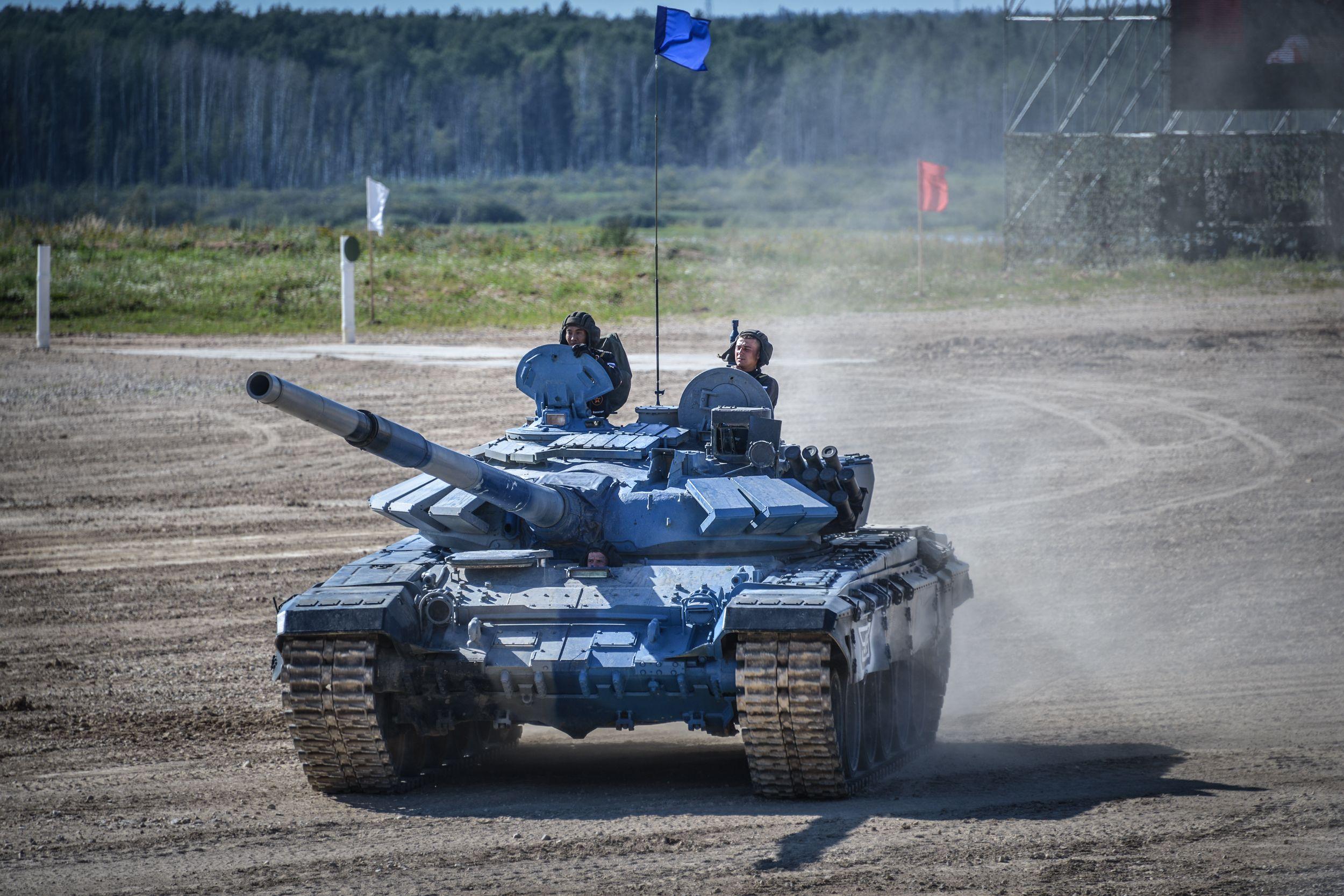Школьники представили Вороновское в «Танковом биатлоне»