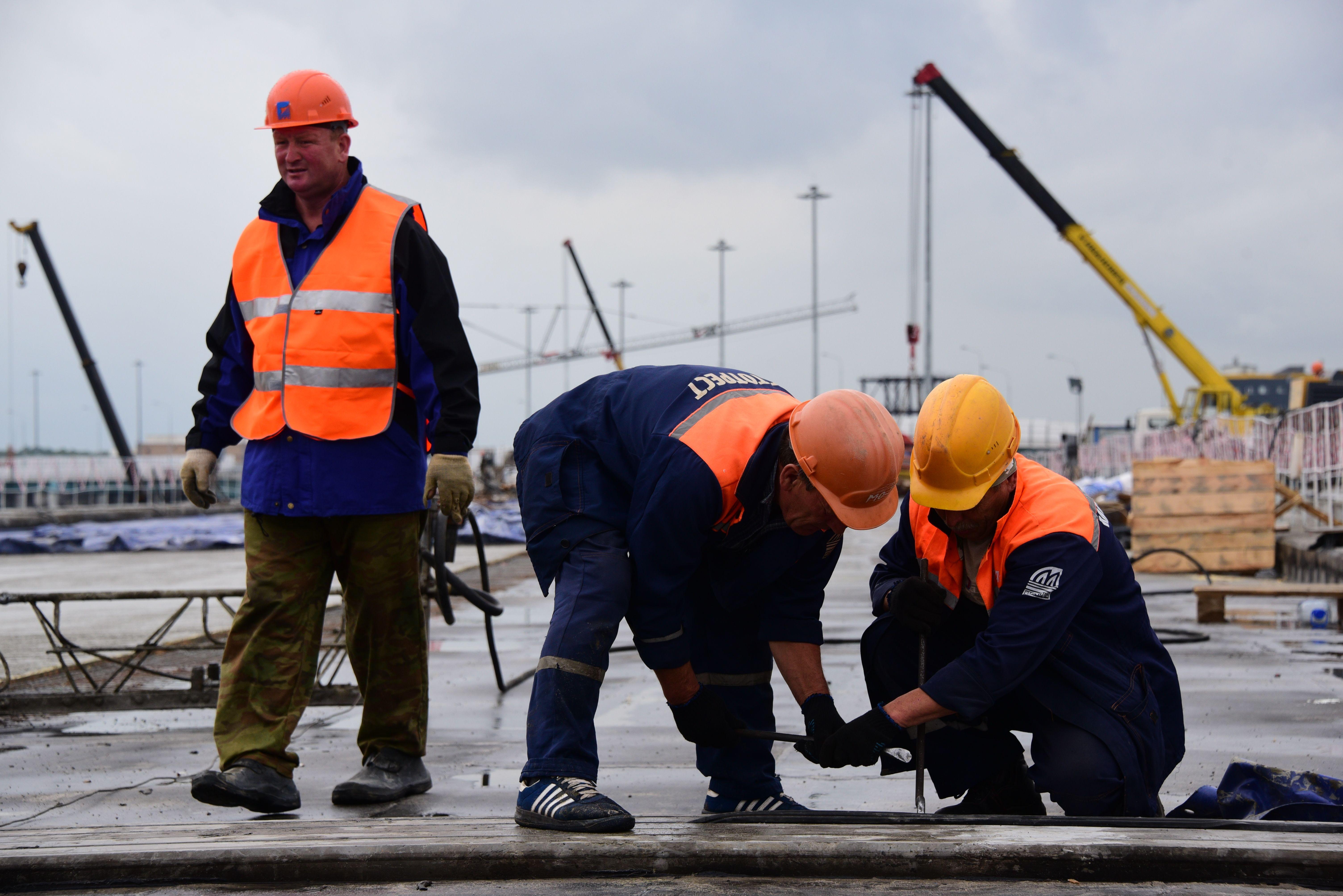 Укладка асфальта на съезде с Калужского шоссе началась в Новой Москве
