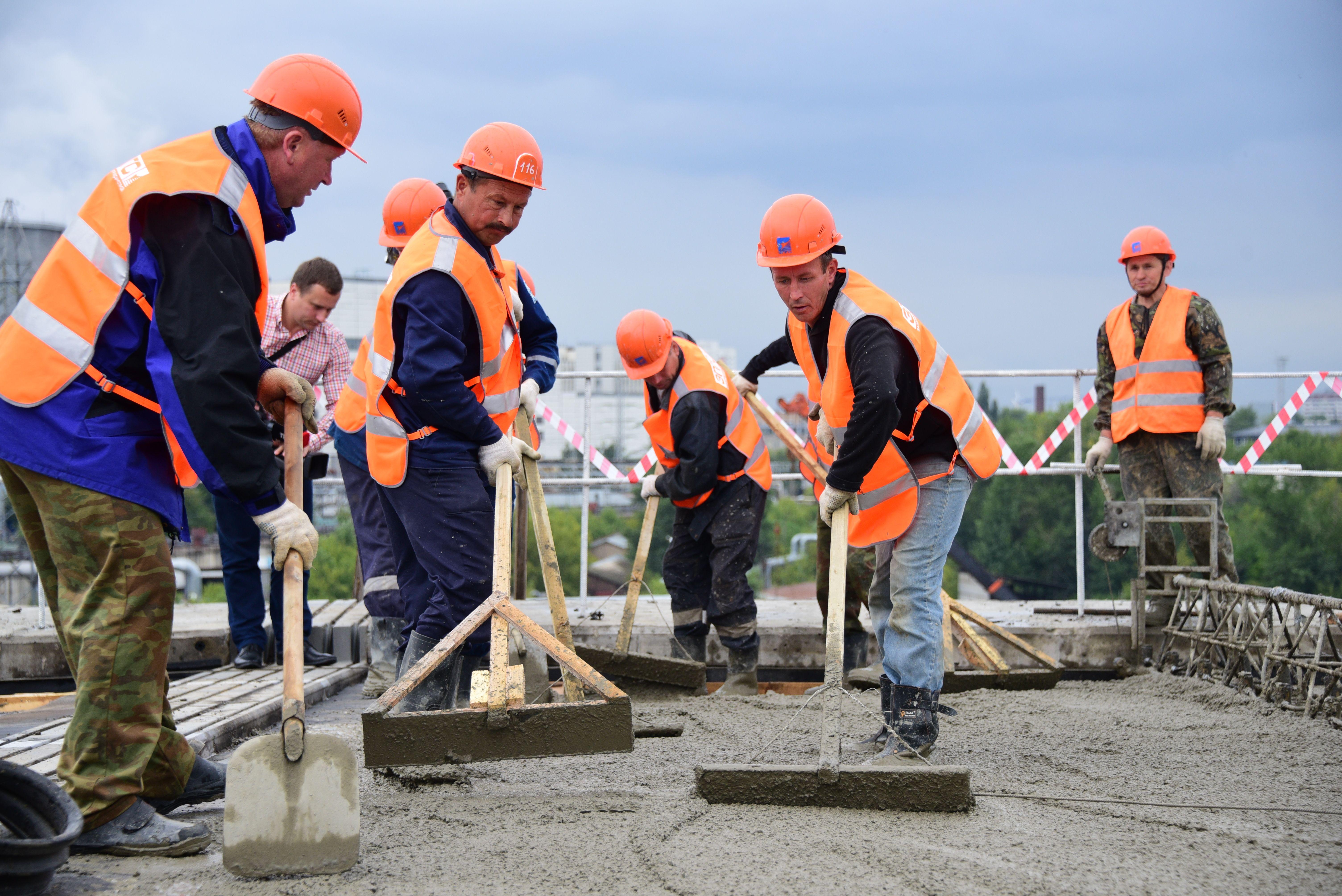 Бетонирование эстакады на Киевском шоссе в Новой Москве закончено
