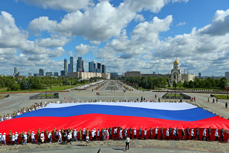 Митинг-концерт в честь Дня флага собрал более 100 тысяч человек