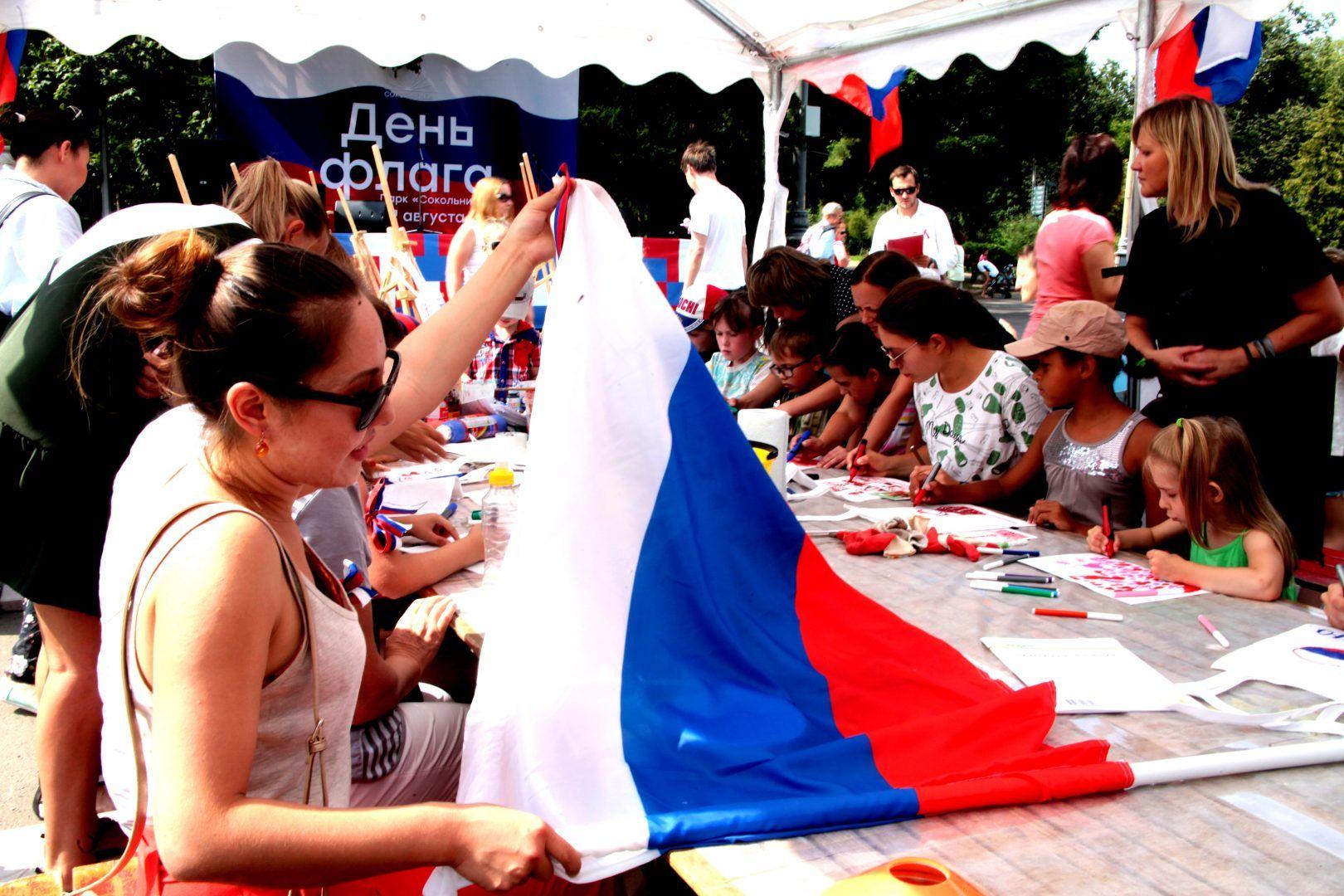 Гулянья по случаю Дня флага проходят на 33 городских площадках.Фото: архив, «Вечерняя Москва»