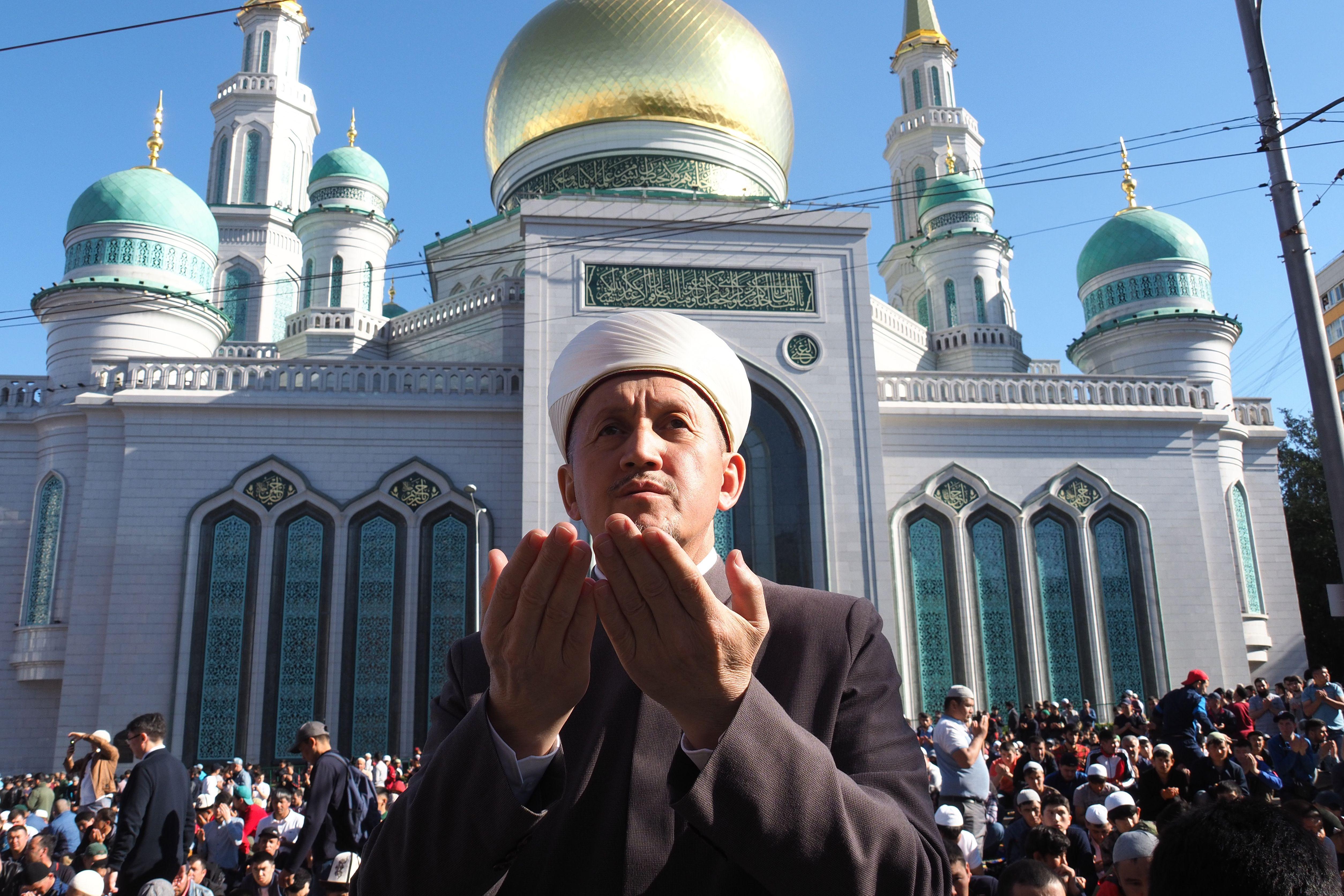 Намаз в честь Курбан-байрама на площадках в Москве совершили 240 тыс мусульман