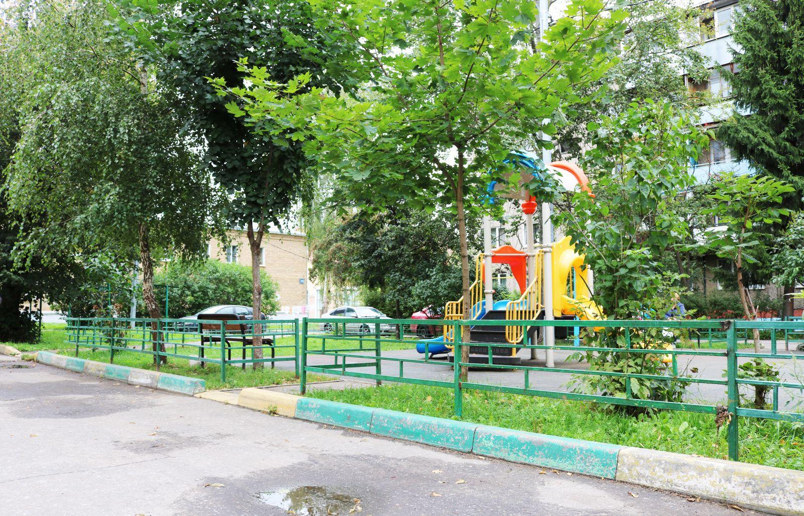 Детскую площадку огородили в поселении Рязановское