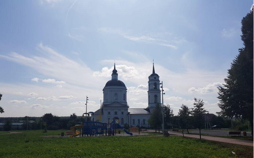 Новое резиновое покрытие появится на площадке парка «Кленово»