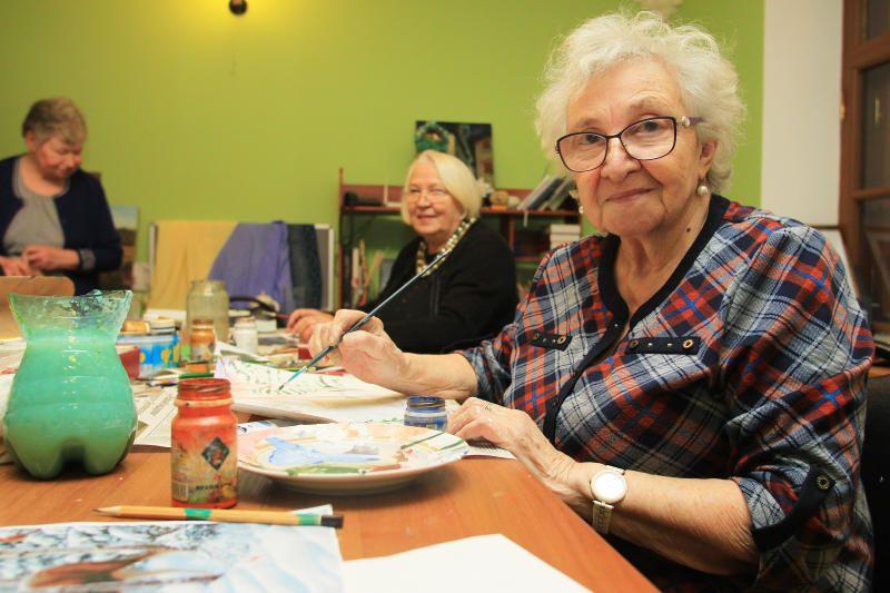 Уроки по рисованию масляными красками провели в Культурном центре «Яковлевское»