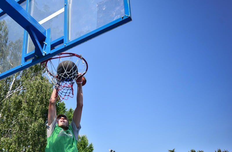 Жители Десеновского смогут сыграть в турнирах по стритболу и баскетболу. Фото: Пелагия Замятина, «Вечерняя Москва»