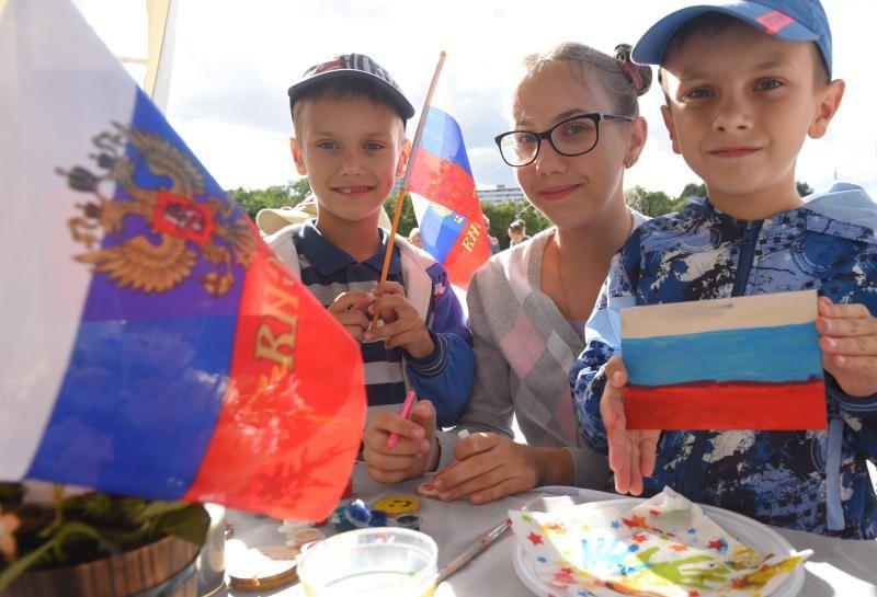 Гулянья по случаю Дня флага России в столице посетили 500 тыс человек. Фото: архив