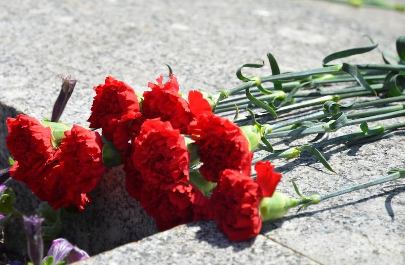 Мемориальную стелу на месте гибели летчиков открыли в поселении Роговское