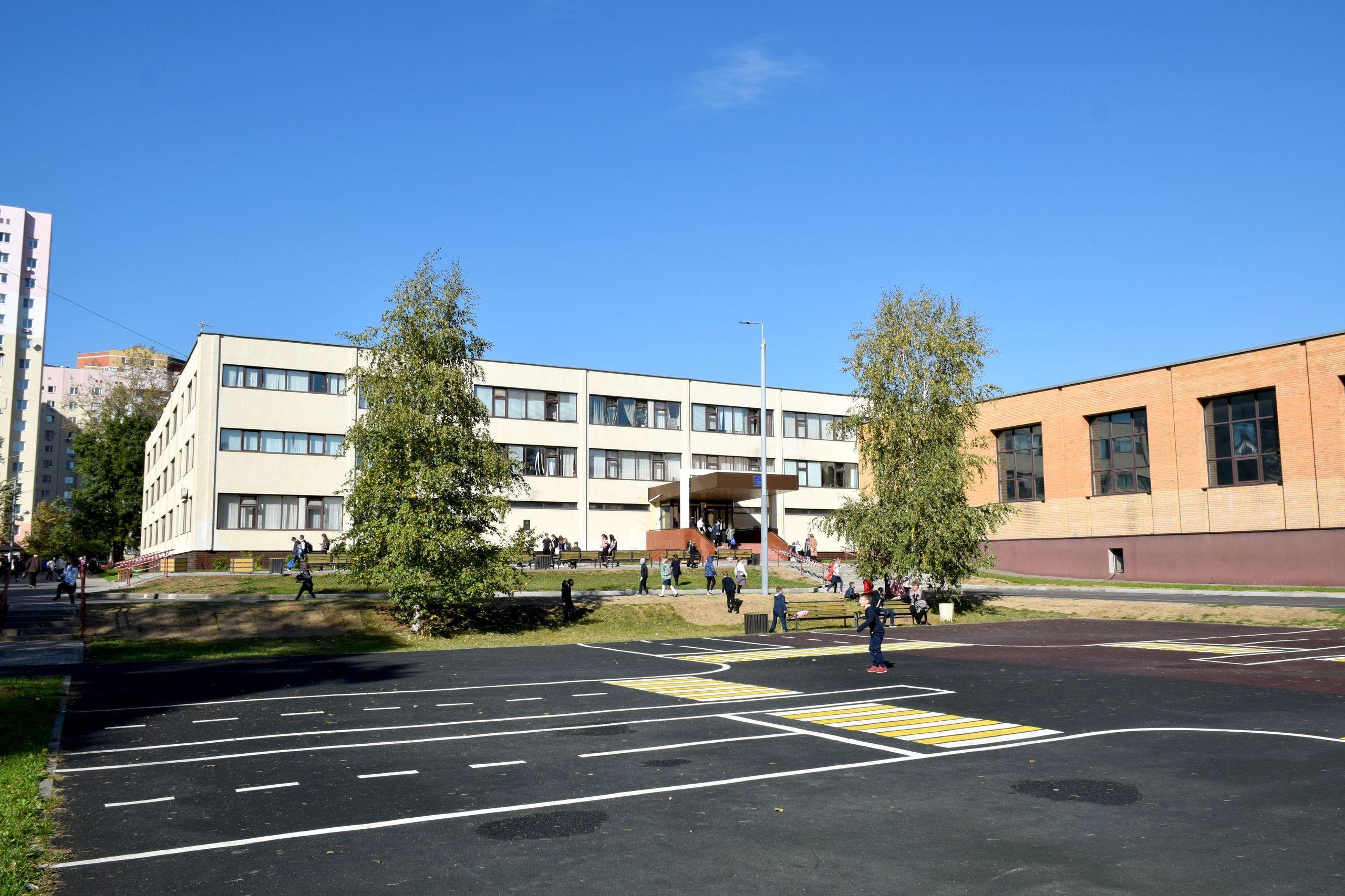 Школьное крыльцо отремонтируют в Мосрентгене