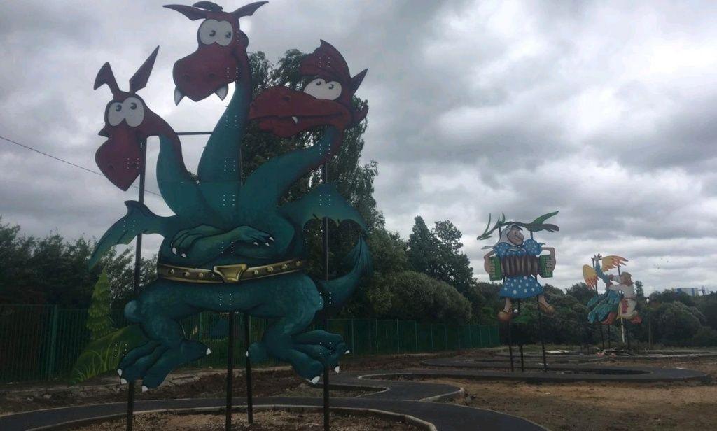 Фигуры героев русских сказок разместили в Роговском