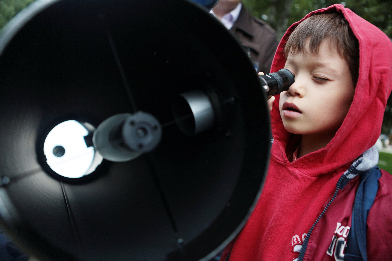 Астрономы Москвы проведут бесплатные занятия в парке «Зарядье»