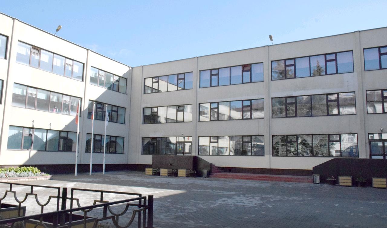 Специалисты отремонтируют помещения школы в Мосрентгене