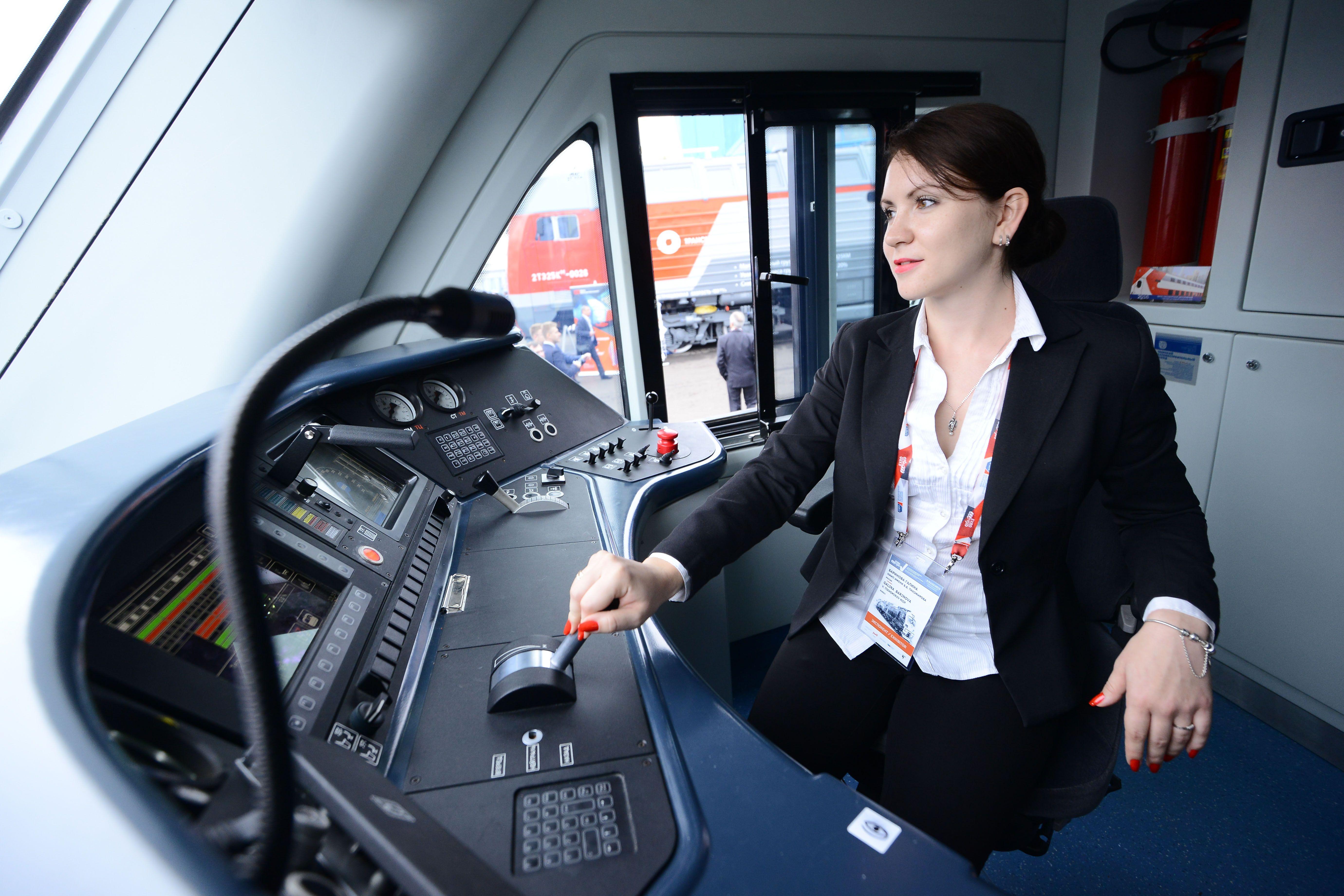 Метро Москвы допустит женщин к управлению поездами