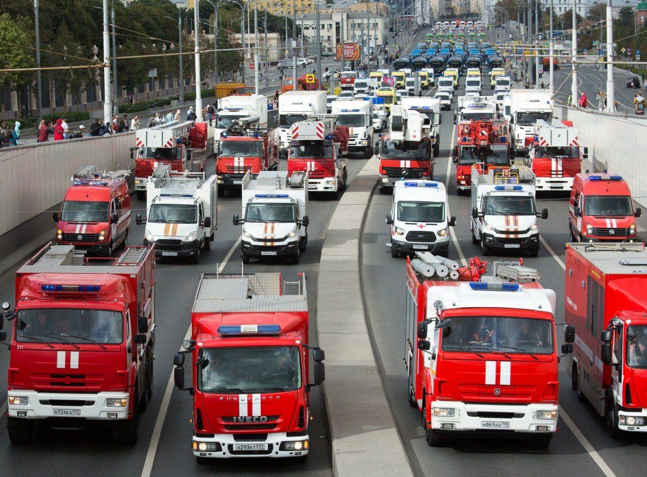 В Москве прошел парад техники городских служб