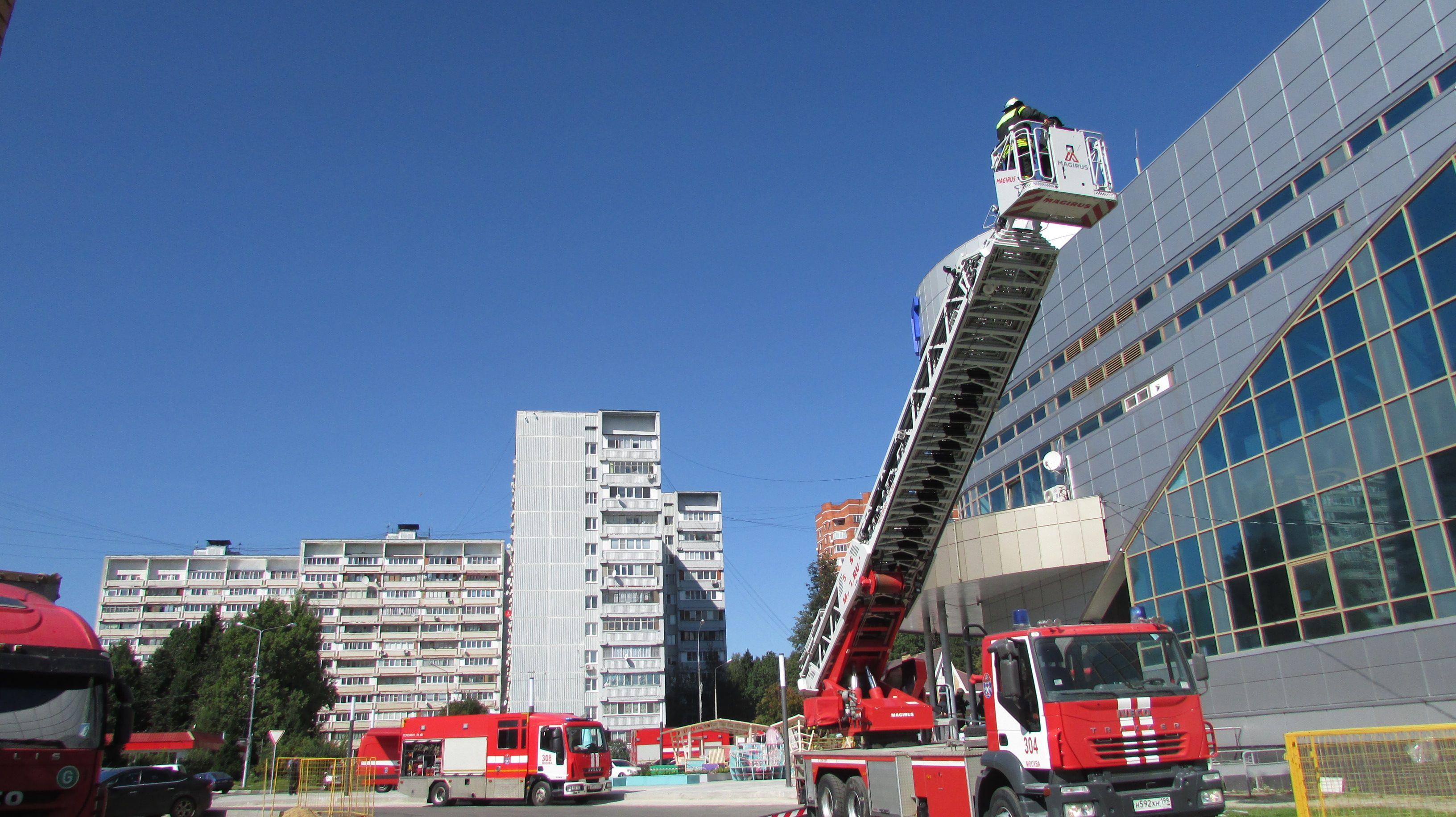 Пожарно-тактические учения на здание с массовым пребыванием людей Дворца спорта «Квант»