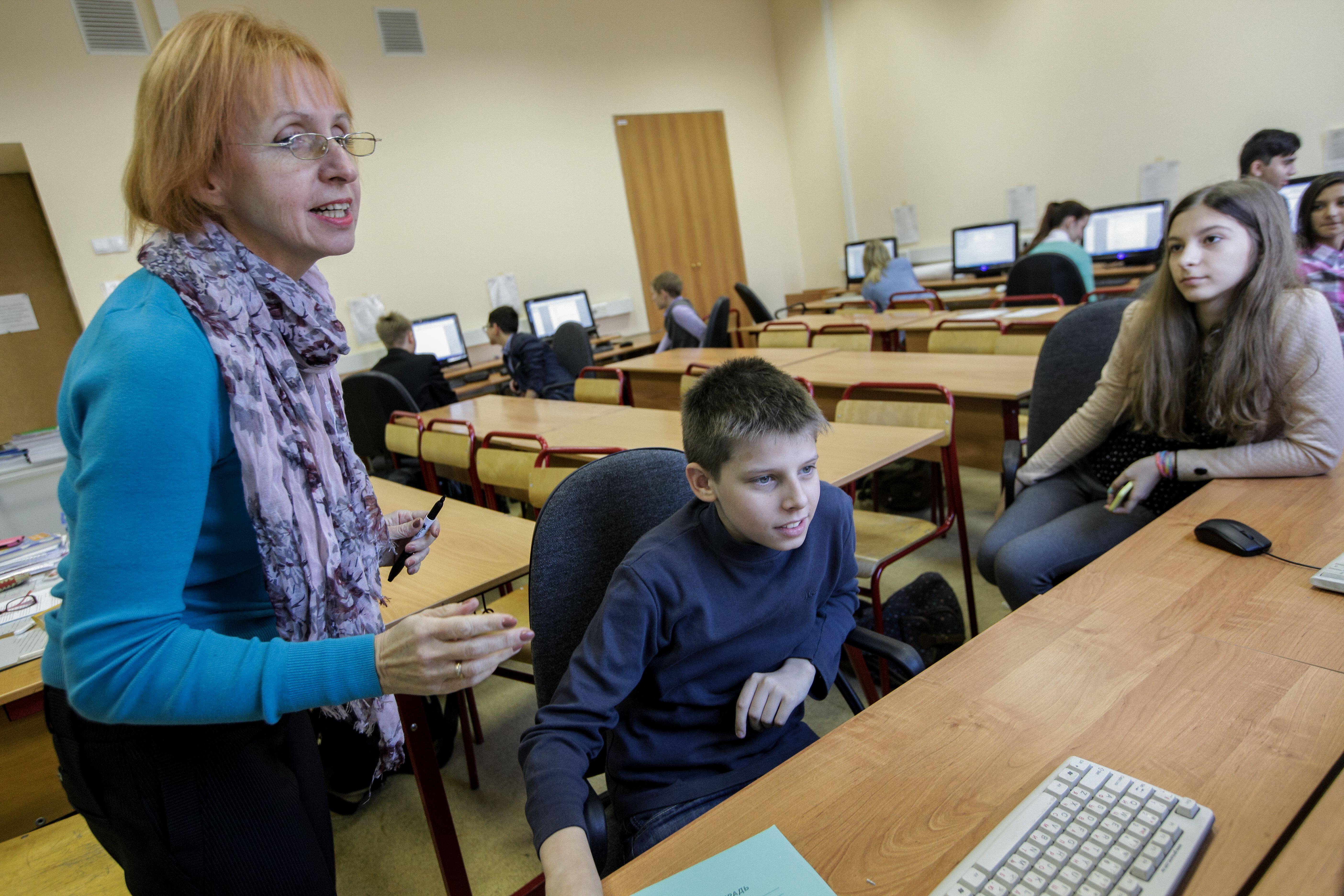 У ребенка в школе должен быть человек, которому он доверится. Фото: Дмитрий Рухлецкий, «Вечерняя Москва»