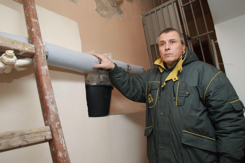 Кровлю двух жилых домов заменили в Марушкинском