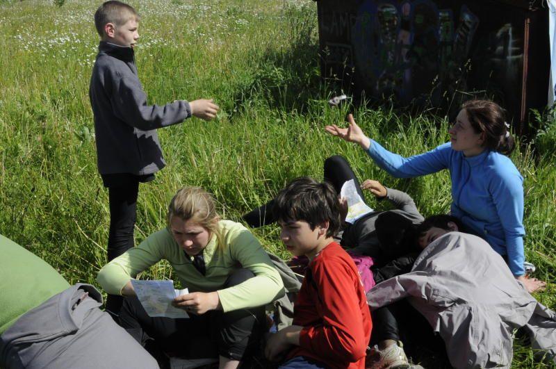 В ходе состязания ребята использовали компас и карту. Фото: Павел Головкин