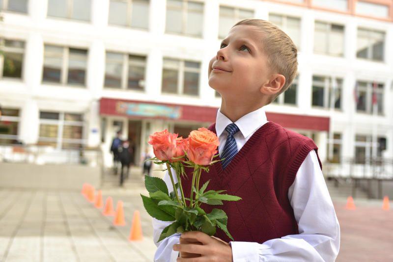 Территорию у школы искусств в Михайлово-Ярцевском приведут в порядок