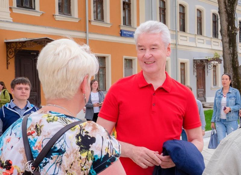 Собянин посетил праздничные гуляния ко Дню города на Тверской улице