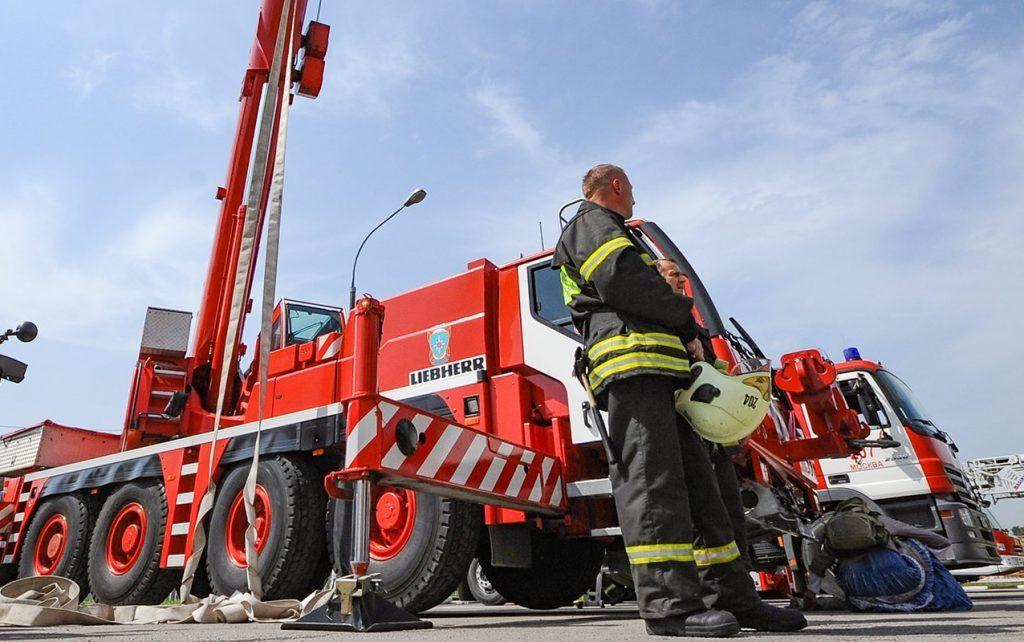 В столице проходит грандиозный парад коммунальной техники