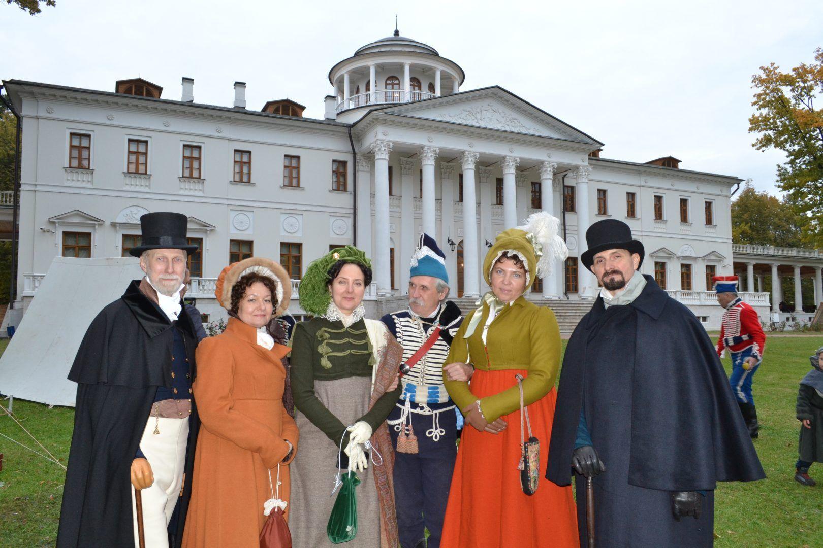Участники клуба исторический реконструкций приехали на фестиваль в Остафьево. Фото: Алина Берестова
