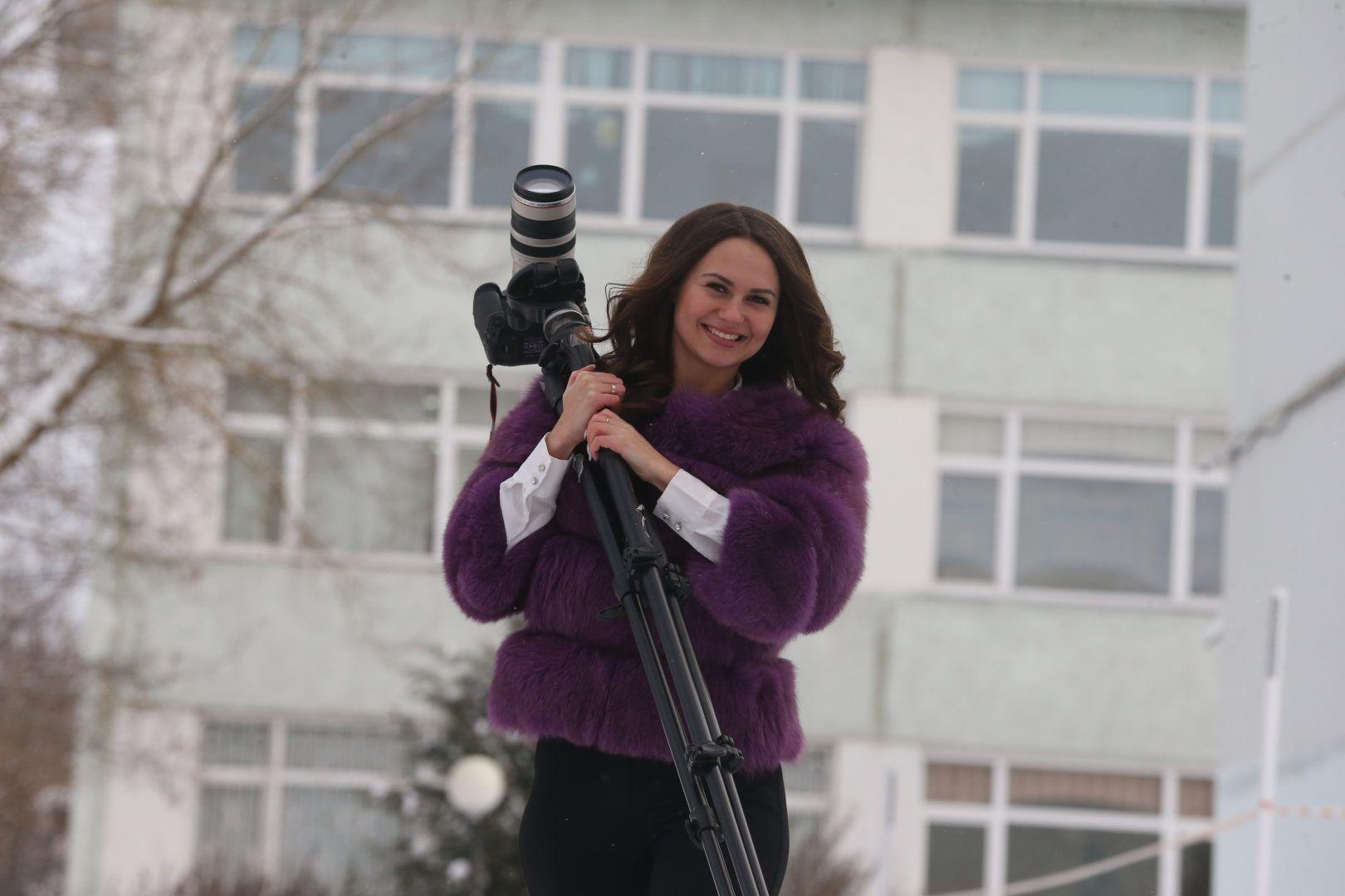 Педагогу-организатору Любови Балашовой пришлась по душе работа в кадре. Фото: Виктор Хабаров, «Вечерняя Москва»