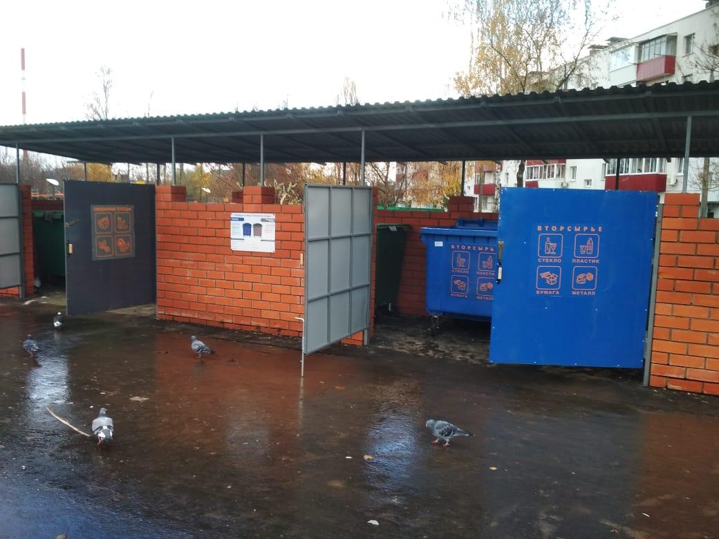 Установку новой мусоросборной площадки завершили в Краснопахорском