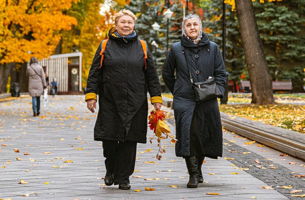 Усадьбу Середниково посетили представители старшего поколения из Первомайского