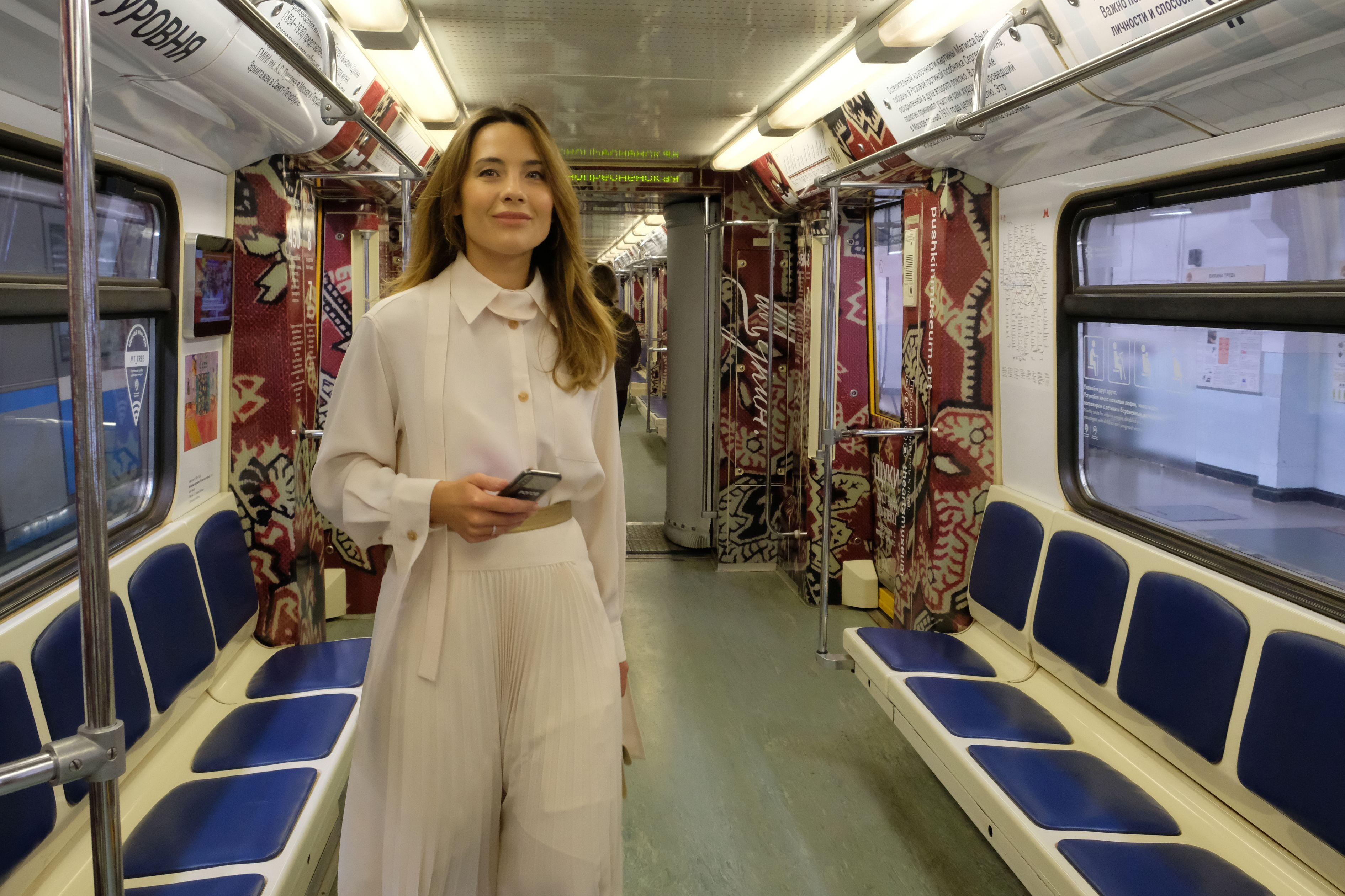 Москвичам рассказали о процессе подготовки тематических поездов метро
