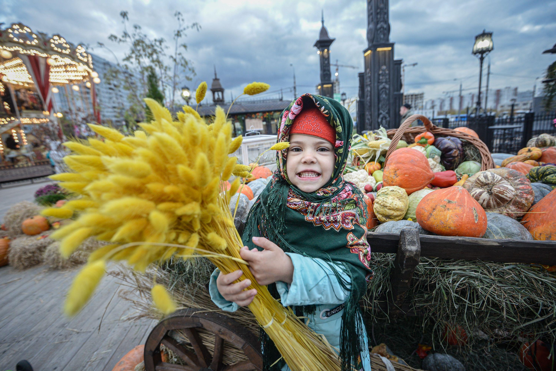 Москвичей ожидает теплая и ветреная погода в воскресенье