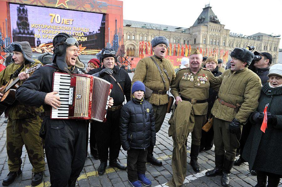 Сергей Ларионов на мероприятии в честь 70-летия исторического парада на Красной площади. Фото из личного архива общественного деятеля