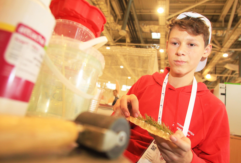 Более 1,5 тысячи юных москвичей прошли в полуфинал чемпионата KidSkills
