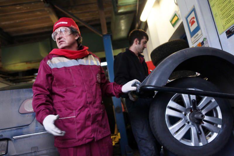 Владельцам автомобилей порекомендовали заменить резину из-за похолоданий
