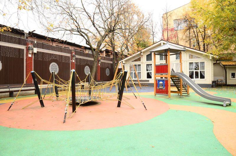 Специалисты обустроят детскую площадку в Новофедоровском
