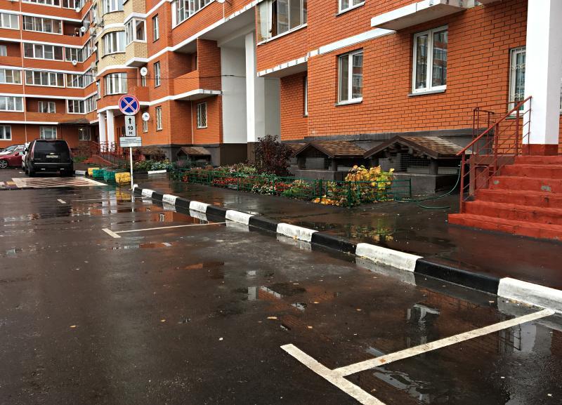 Новые парковочные места обустроили в Кленовском