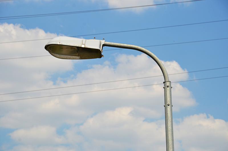 Специалисты установят новые опоры освещения в Первомайском