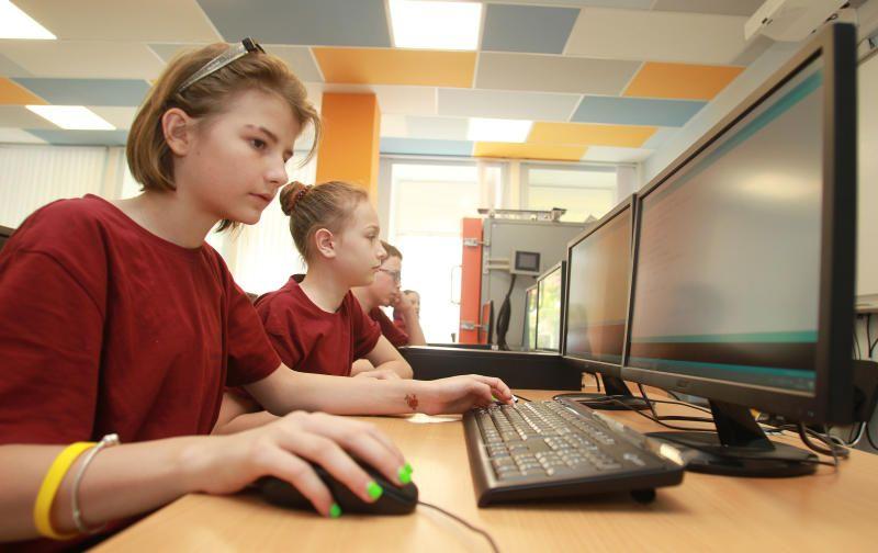 Более 900 тыс москвичей проверяли оценки своих детей в МЭШ в сентябре. Фото: архив