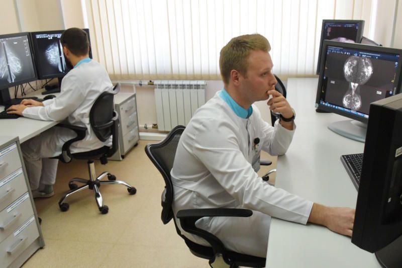 В городские поликлиники примут 500 врачей узких специальностей