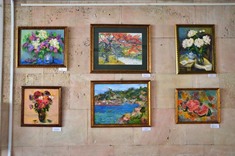 Картинную выставку открыли в Троицком центре культуры и творчества