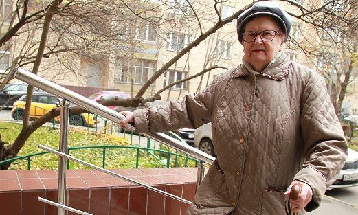 Ремонт организовали в рамках благоустройства с целью обеспечить более комфортное передвижение маломобильных граждан. Фото: Наталия Нечаева, «Вечерняя Москва»