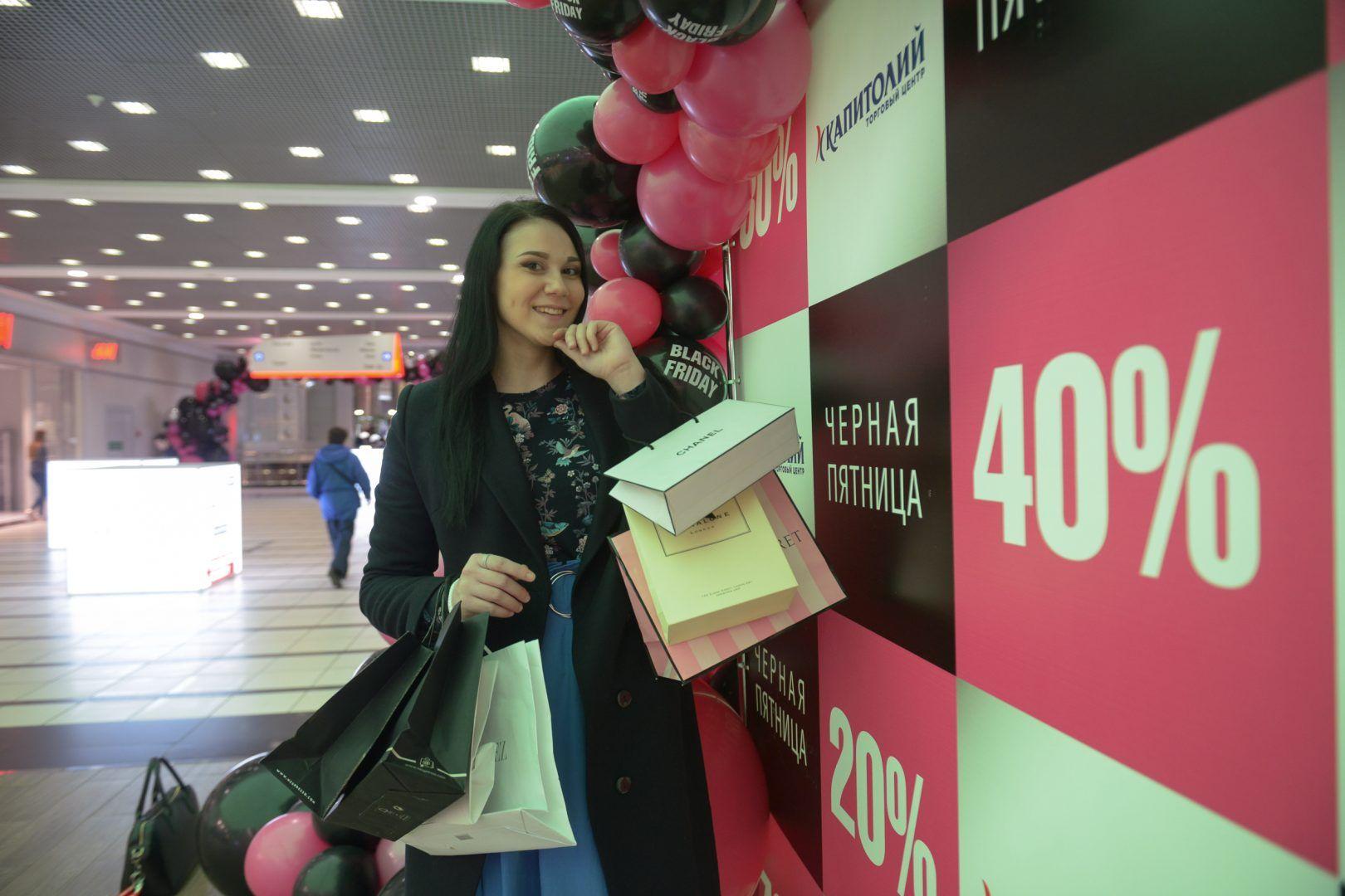 22 ноября 2018 года. Алина Фролова делает покупки. Фото: Наталья Феоктистова