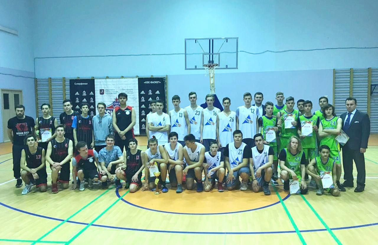 Школьники вышли в городской этап соревнований. Фото предоставил сотрудник школы №2083