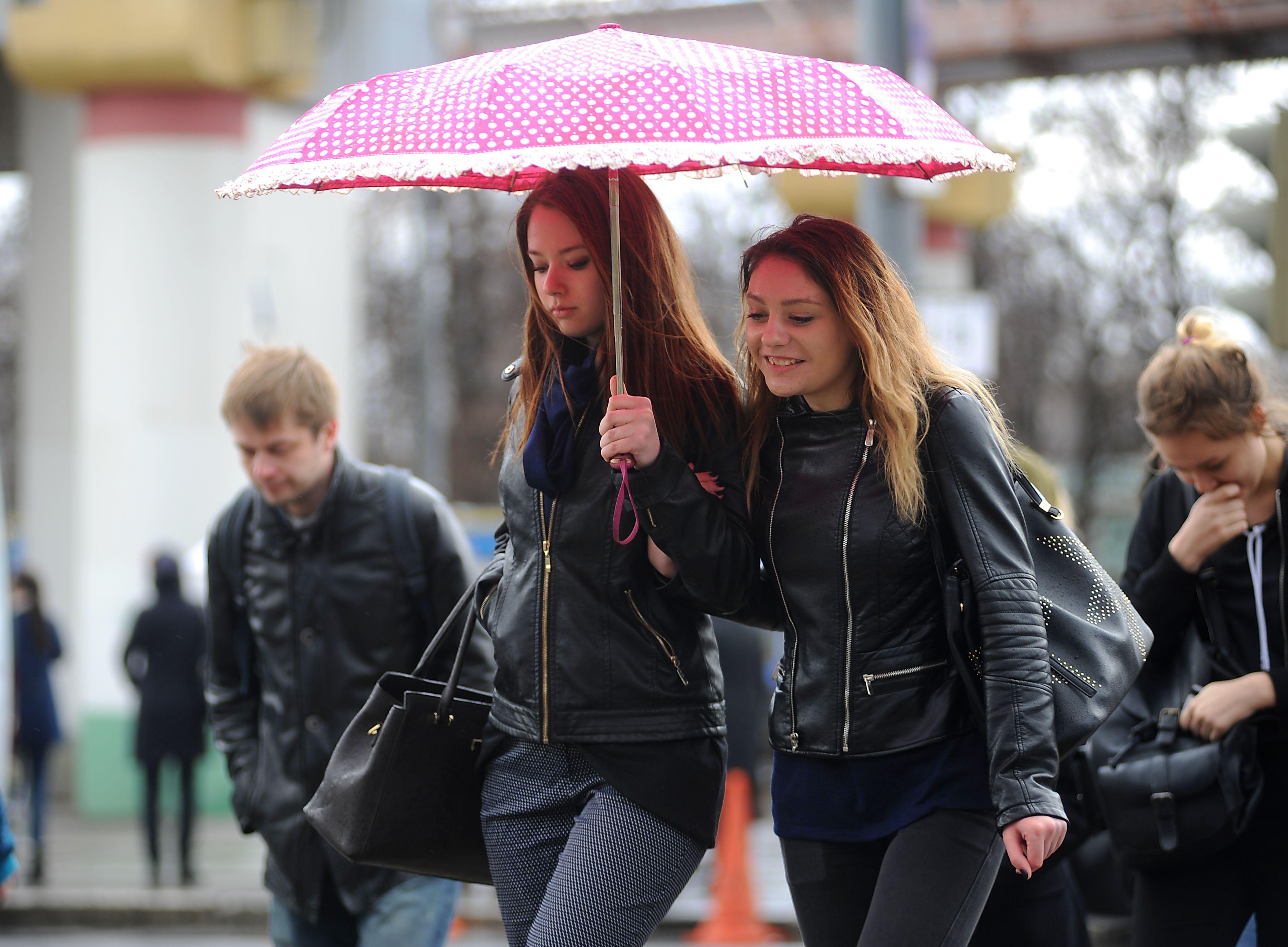 Дождливая и теплая погода сохранится в Москве