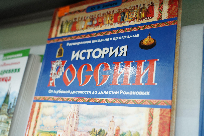 Выставку ко Дню народного единства показали в Троицкой библиотеке № 1 имени Михайловых