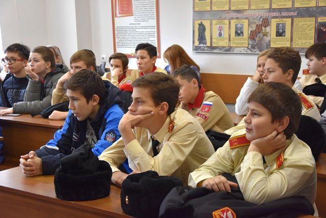 Увлекательную экскурсию в формате Дня открытых дверей провели для школьников полицейские УВД по ТиНАО