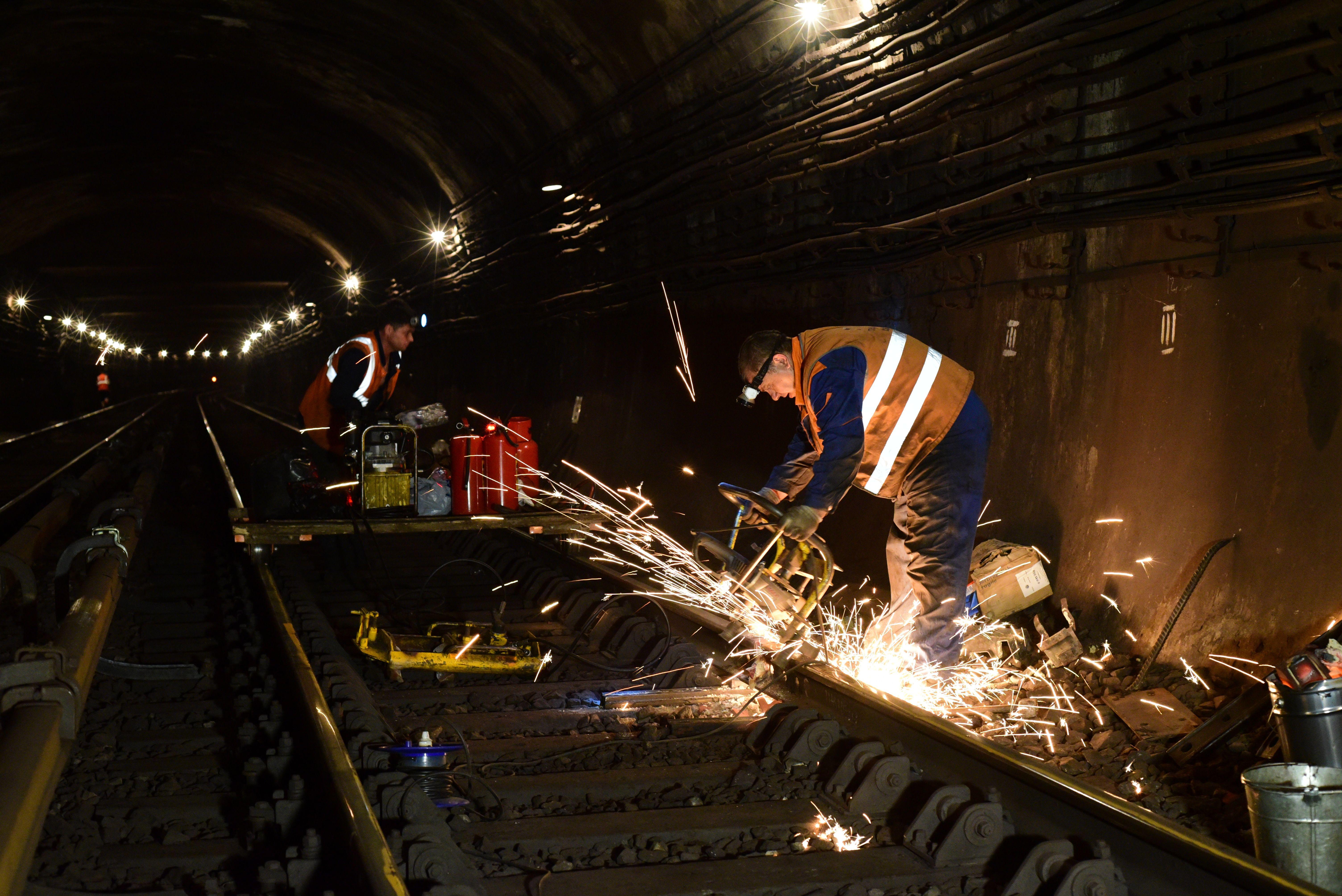 Специалисты заменили более 60 километров рельсов в метро Москвы
