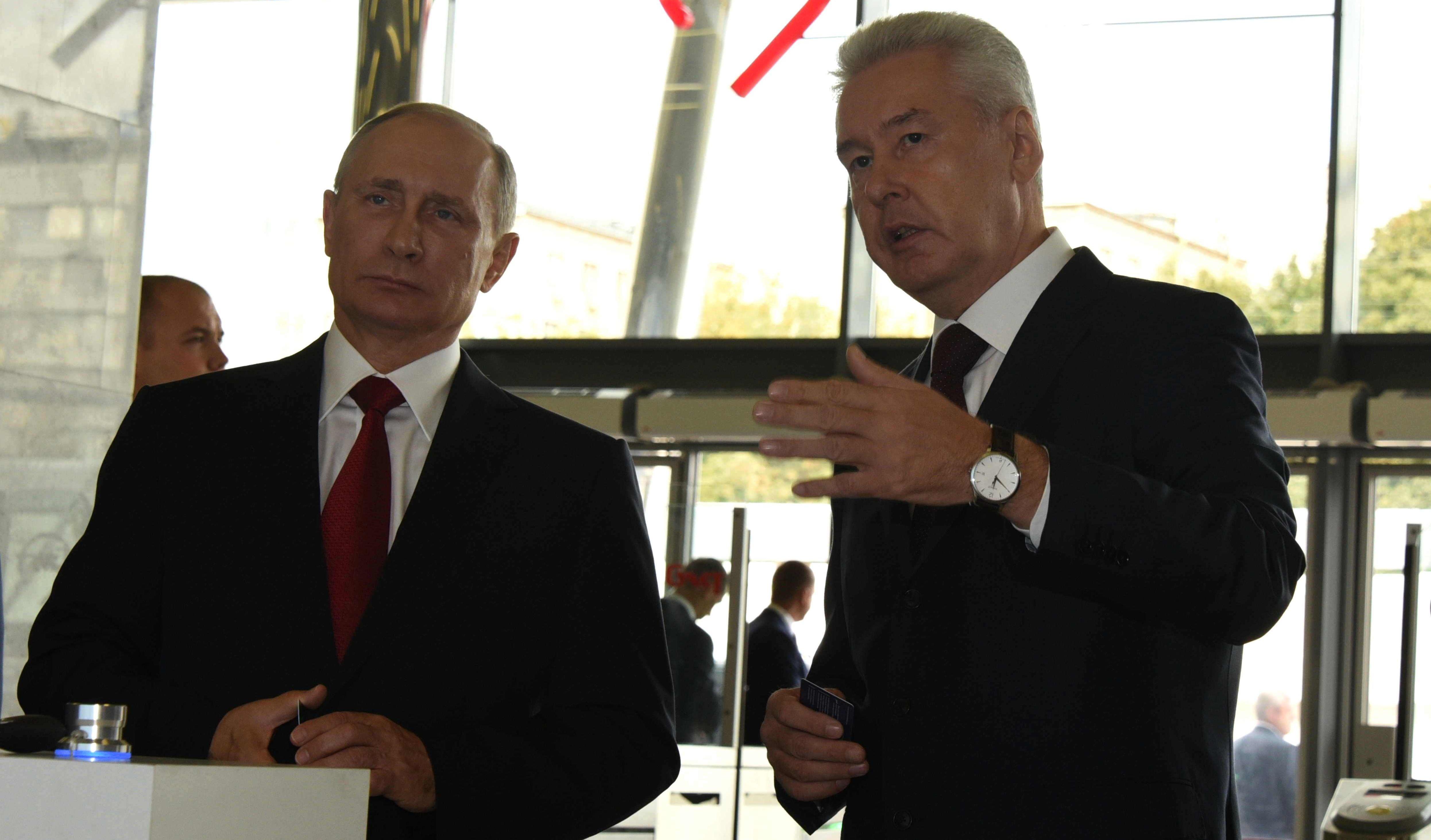 Собянин подарил Путину именную «Тройку». Фото: Владимир Новиков