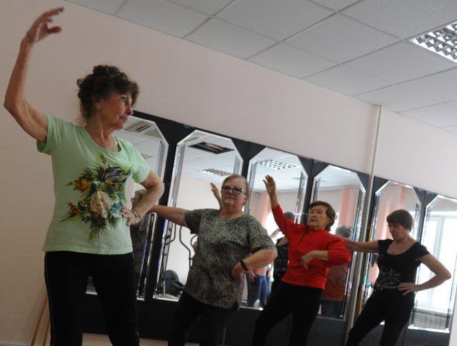 Занятие по гимнастике цигун провели в Троицком центре «МоСТ»